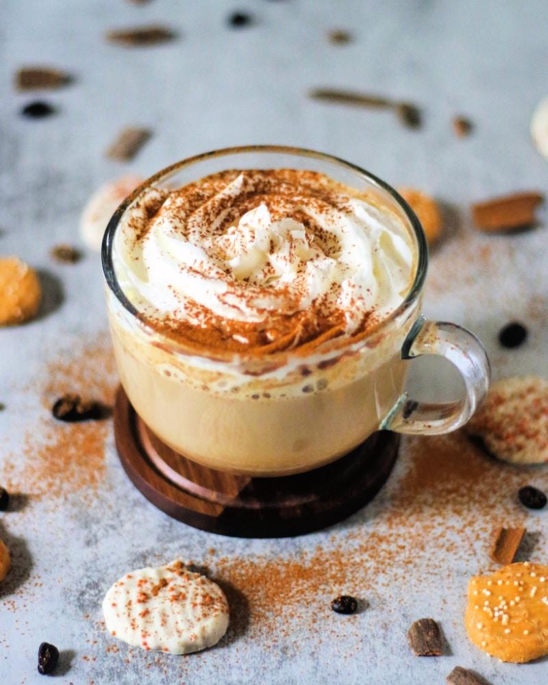 warm keto pumpkin spice latte in a glass mug